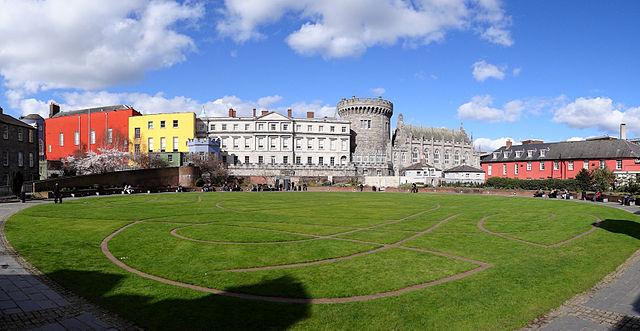640px-Dublin-Castle-Green-Park-2012